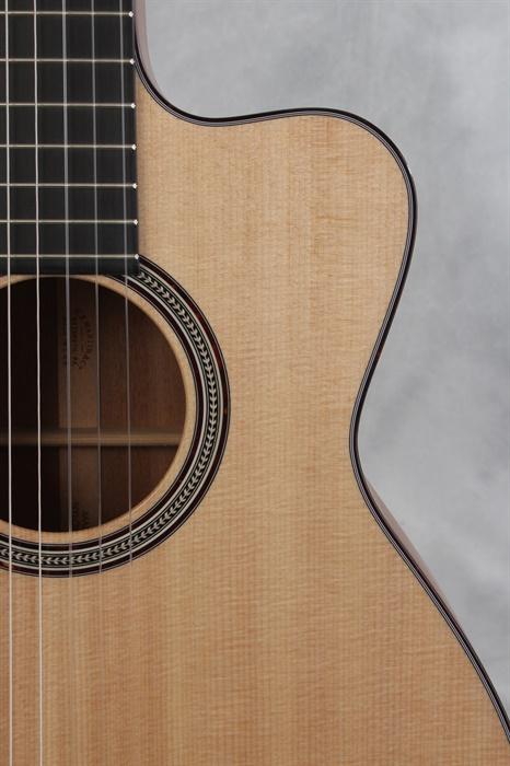 Martin New 000c Nylon String Cutaway Mandolin Brothers